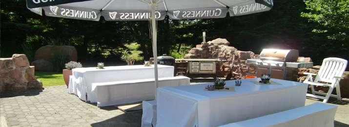 BBQ Area mit Weber Gasgrill / Holzkohlegrill | Irische Hochzeit